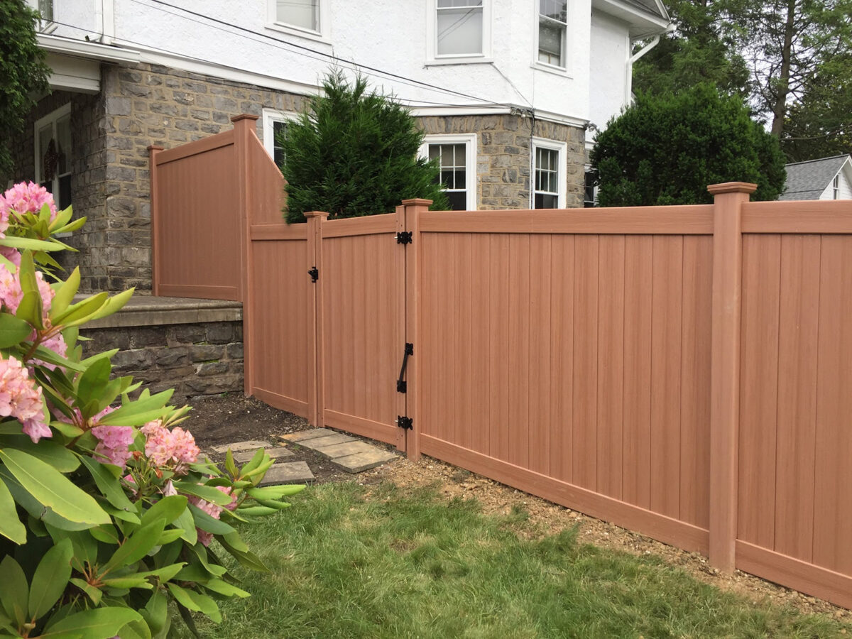 Bufftech vinyl privacy fence with gate in yard