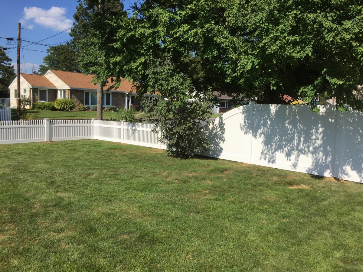 vinyl picket and privacy fences