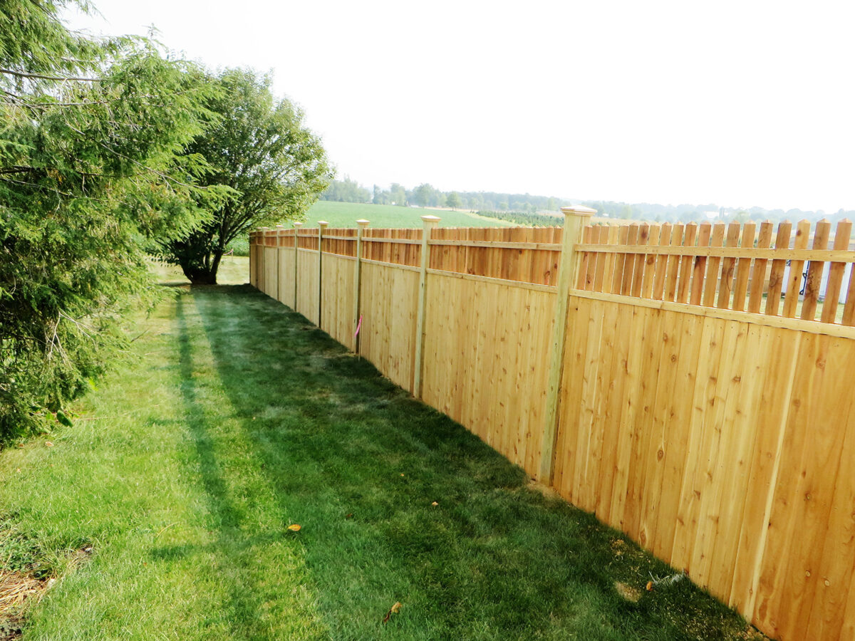 privacy fence with spindle top