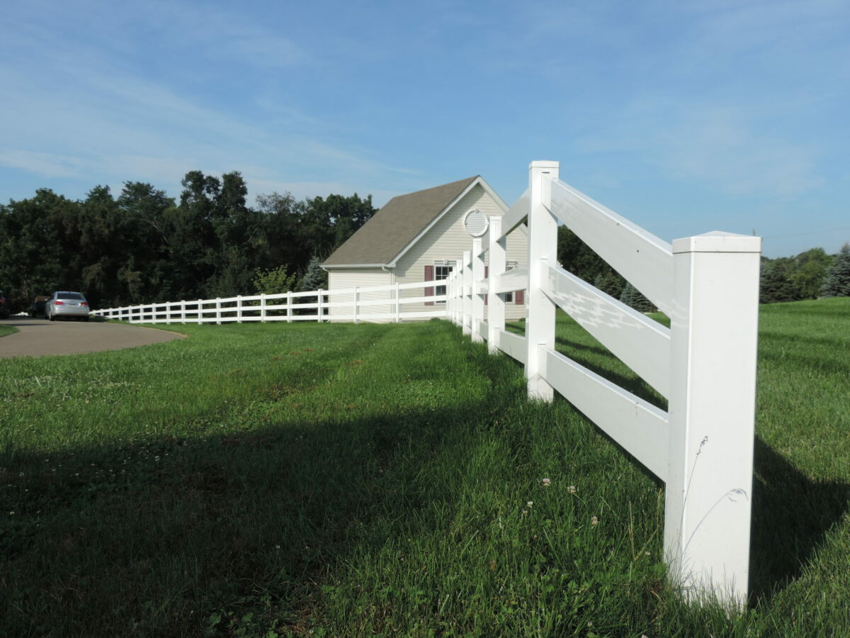 vinyl rail fence with tapered end section