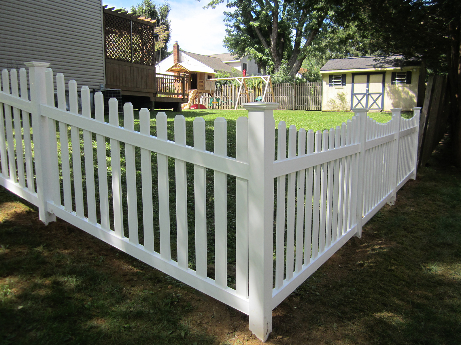 vinyl concaved picket fence in yard